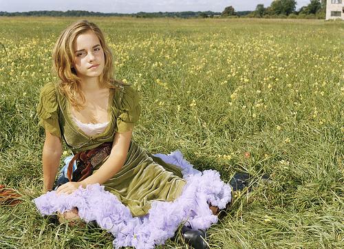 Emma Watson sobre la grama