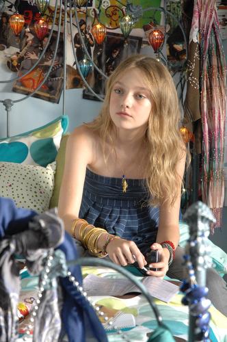 http://bloghogwarts.com/wp-content/uploads/2008/01/dakota-fanning-luna-lovegood.jpg