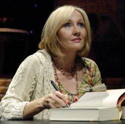 J.K. Rowling escribiendo
