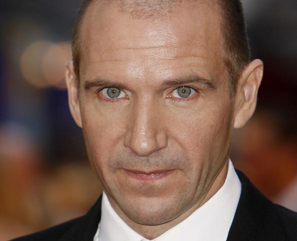 Ralph Fiennes en la Premier de 'The Ducthess'