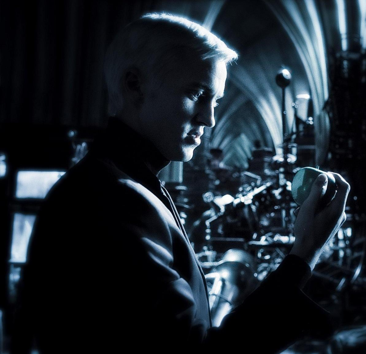draco-and-the-apple