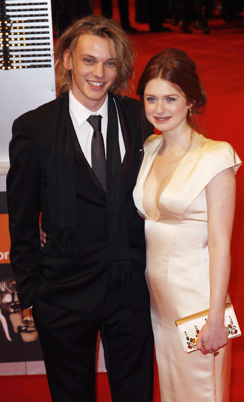 Jamie Campbell Bower y Bonnie Wright prima donna bras sheer girls t shirt bra wedding dreeses