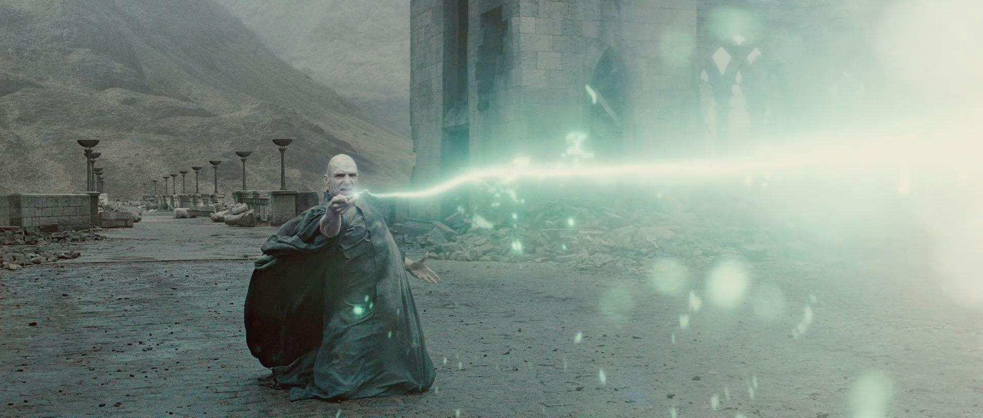 Harry Potter BlogHogwarts HP7 2 Trailer 85
