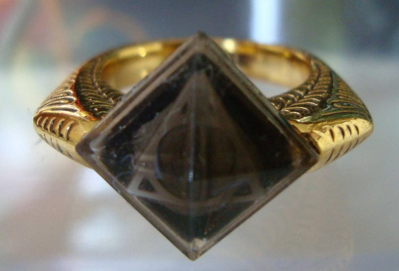 Harry Potter BlogHogwarts Ring