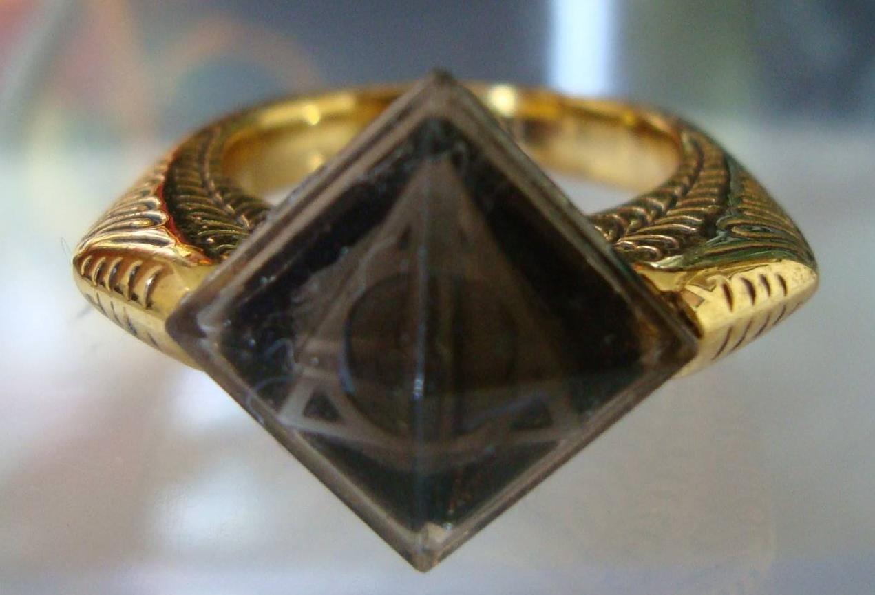 Harry Potter BlogHogwarts Ring